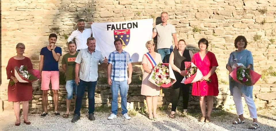 Photo du nouveau conseil municipal 2020 de Faucon
